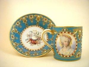 Sèvres-kop-en-schotel met Marie Antoinette (19de eeuw)