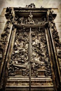 Rodins 'Poorten van de Hel', met bovenin Dante als de Dichter/Denker