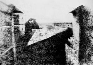 De eerste foto (van Niépce): uitzicht op Le Gras, 1826/27