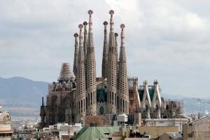 De Sagrada Família zonder kranen eromheen (foto Bernard Gagnon/WC)