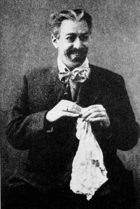 Stanislavski als Gajev in De Kersentuin